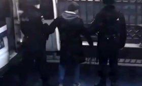 Задержанный на прогулке с собакой Иисус наложил на полицию проклятие смерти
