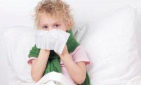 Врач рассказала, при каких симптомах ребенку нужно вызывать скорую