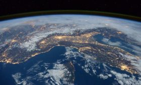 Китай вывел на орбиту два спутника связи