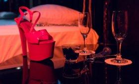 Киностудиям в Таиланде из-за коронавируса запретили снимать любовные сцены