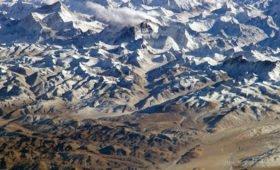 Спортдайджест: альпинист из Ирана готовится покорить Эверест на протезах