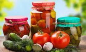 Врачи предупредили об опасности консервированных овощей