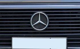 Mercedes сообщил об отзыве в Китае более 4,5 тыс. авто из-за наклеек