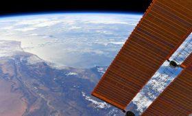 Астронавты вышли в открытый космос для замены аккумуляторов на МКС