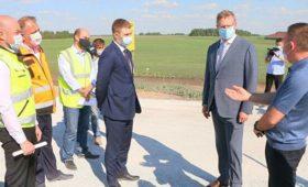 Глава Омской области проверил дорогу, построенную на геотекстиле