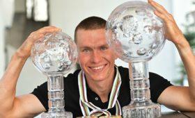 Большунов получил большой Хрустальный глобус за победу в общем зачете КМ