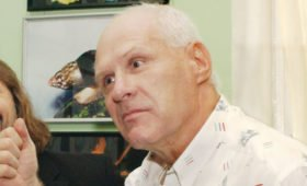 Писателя-сатирика Анатолия Трушкина похоронили на Митинском кладбище