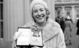 На 104-м году жизни умерла легендарная британская певица Вера Линн