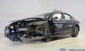 Tesla Model 3 китайской сборки плохо разбилась о стену, и подушка не сработала