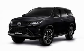 Toyota Fortuner обновили начинку и добавили новую богатую версию