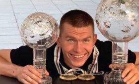 Награда нашла героя: лыжник Большунов получил большой Хрустальный глобус
