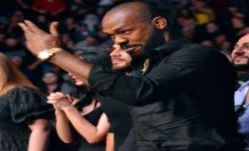 Джон Джонс отказался от чемпионского титула UFC