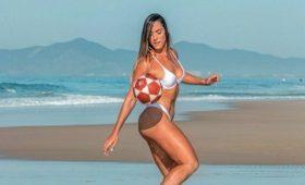 Богиня Копакабаны: эта милашка делает с мячом такое, что вам и не снилось