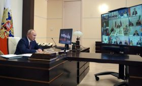 Путин предложил группе по Конституции мониторить реализацию ее положений