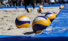 На чемпионат России по пляжному волейболу в Москву приехали мировые звезды