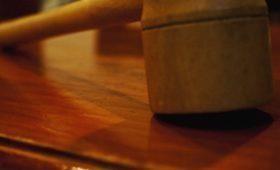 Факел Олимпиады-80 и рисунок олимпийских колец ушли с молотка в Каннах