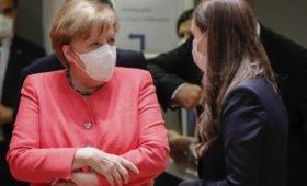 Видео «заблудившейся» на саммите ЕС Меркель попало в Сеть