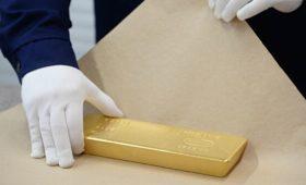 Цена на золото впервые в истории превысила две тысячи долларов за унцию