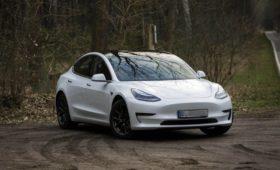 Немца оштрафовали и лишили прав за регулировку скорости дворников Tesla