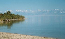 Марафонец из Кыргызстана обежал озеро Иссык-Куль за пять дней