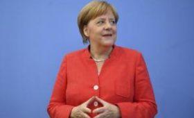 От Ангелы Меркель требуют отменить карантин