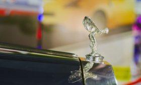 Rolls-Royce уберет статуэтку с подсветкой на капоте машин из-за директивы ЕС